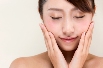 化粧水と乳液と美容液
