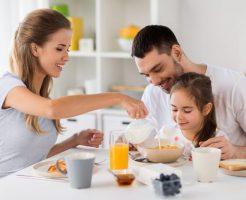 シリアルを朝食で食べる